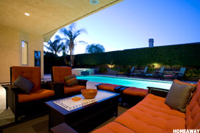 Rent high life in plush homes unreal estate thestreet for Plush pad palm springs